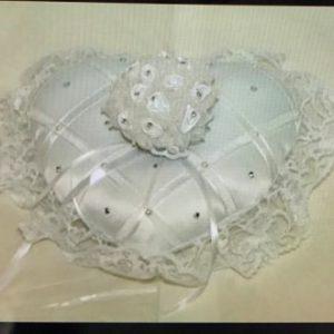 כרית לטבעות חתונה | כרית מפוארת בצורת לב
